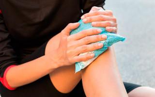 Как лечить ушиб колена в домашних условиях?