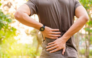 Причины и лечение болей в спине при вдохе