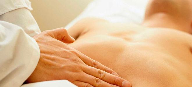 Почему возникает пупковая грыжа у мужчин и как лечить патологию?