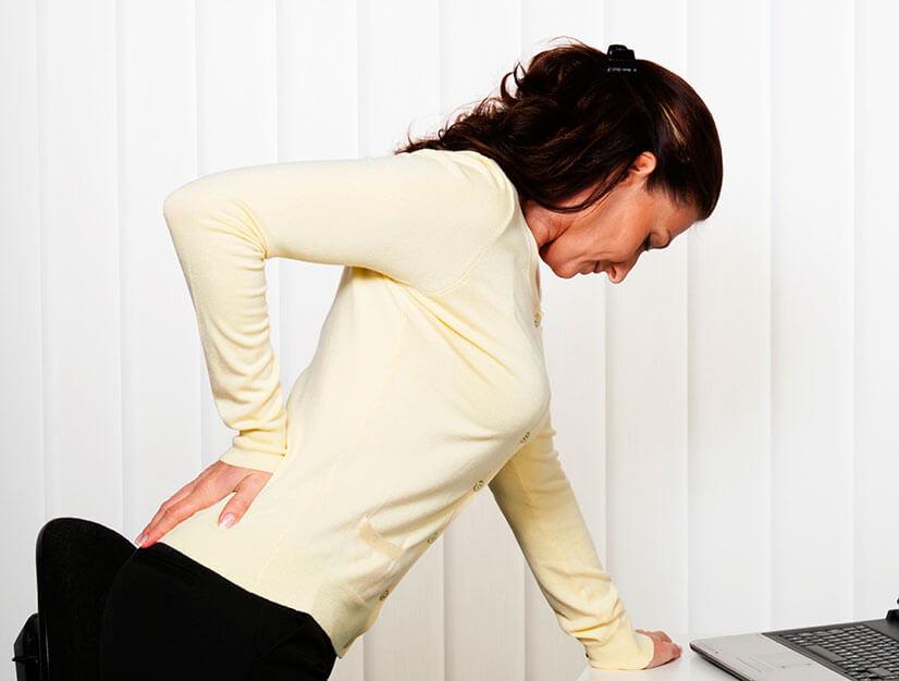 Боль в желудке отдает в спину - что это может быть?