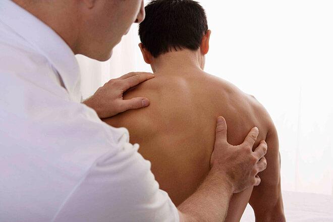 болей в спине в области лопаток