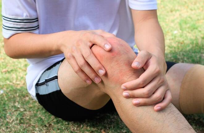 Степени и симптомы ушиба колена